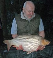 Barry Gravell catches the 'smaller' Chag at 27lb. Warms a chilly start at 06.50am...